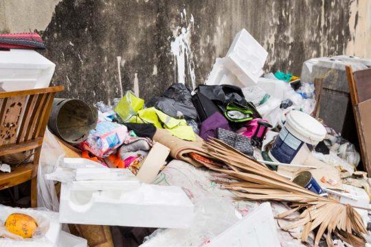 Destinação incorreta do lixo agrava enchentes no Brasil