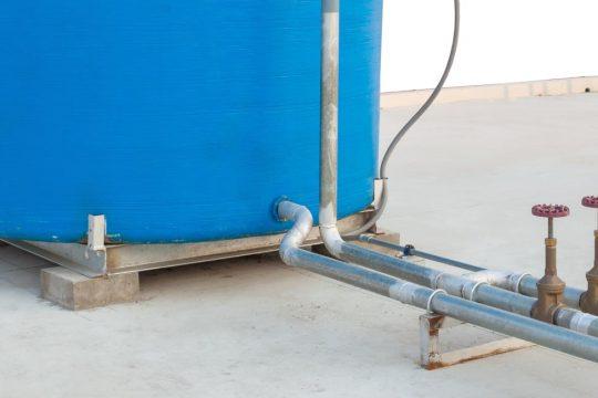 Pressão da água e sua importância no estudo da hidráulica.